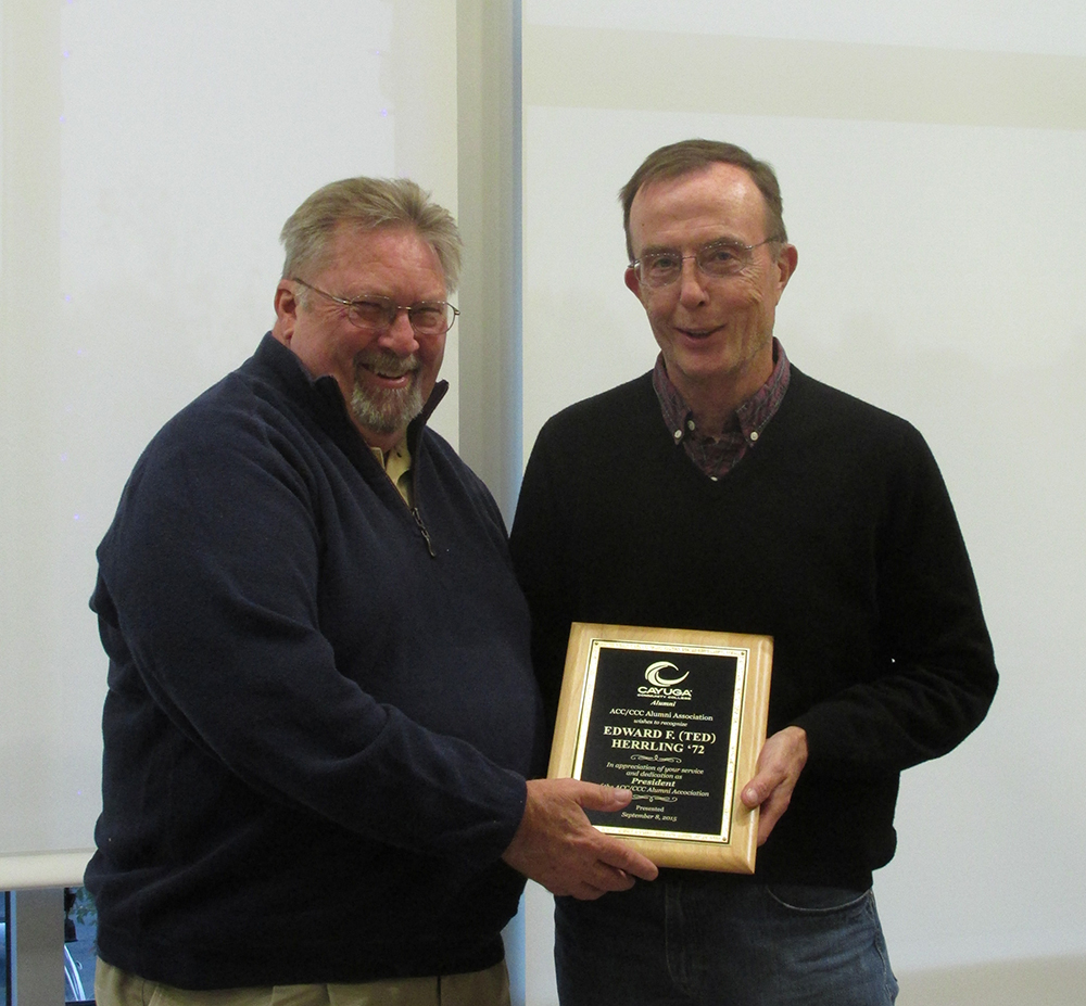 PRES. GERRY GUINEY '82 AWARDS PAST PRESIDENT TED HERRLING '72
