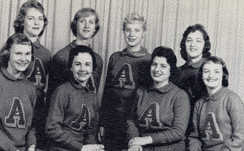 1958-cheerleaders