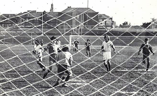 soccer-action-1975