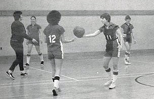 womens-basketball-action-1976-1
