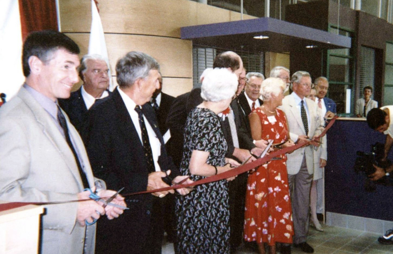 2001-broadway-ribbon-cutting-ceremony-aug-1